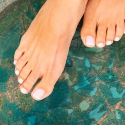 Le charme discret de la beauté des pieds : le soin récup after Soldes !