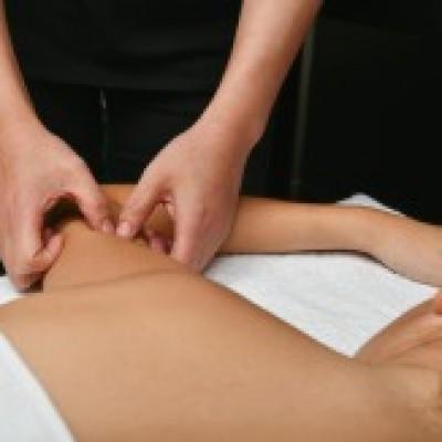 Nouveau massage chinois Sha des bras pour tonicité, galbe et fermeté