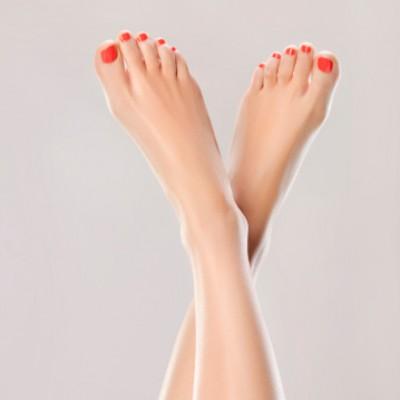 Pose de vernis semi-permanent pieds