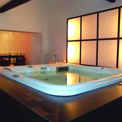 jacuzzi le bain bouillonnant. Black Bedroom Furniture Sets. Home Design Ideas